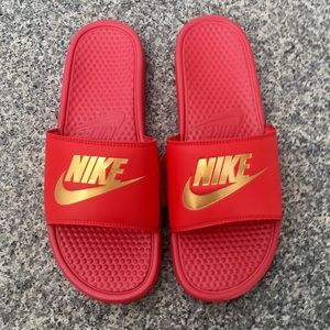 finest selection f1501 cfa6b NIKE BENASSI SLIDES JUST DO IT JDI RED GOLD NWT